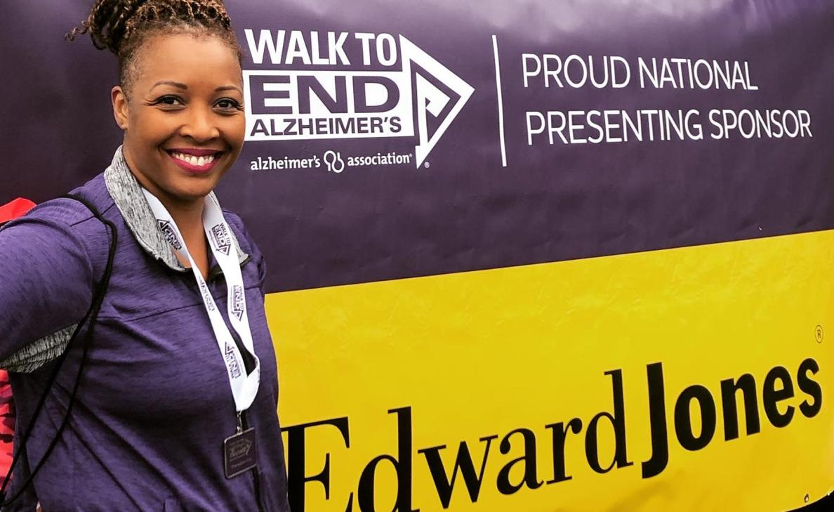 An Edward Jones financial advisor smiles at the Walk to End Alzheimer's fundraising event.